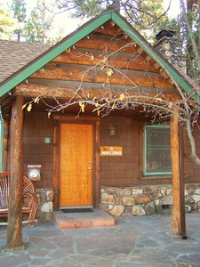 1 Bedroom cottages with large Jacuzzi or Spa. Pet friendly - Kitchen and fireplace. #5,6 Photo 8