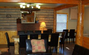 4 Bedroom lakeside - Group size 3 bath cabin with kitchen, 4 fireplaces and bar. #13 Picture 9