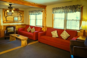 4 Bedroom lakeside - Group size 3 bath cabin with kitchen, 4 fireplaces and bar. Pet friendly #13 Photo 6