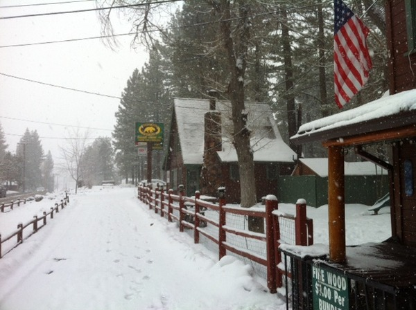 March%20snow%20at%20Golden%20Bear%20Cottages%20in%20Big%20Bear