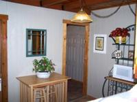 3 Bedroom 2 bath spa cabin with Jacuzzi - Full kitchen and fireplace. Pet friendly #11,17,26 Picture 3