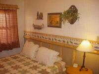 4 Bedroom lakeside - Group size 3 bath cabin with kitchen, 4 fireplaces and bar. #13 Picture 2