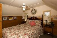 3 Bedroom 2 bath spa cabin with Jacuzzi - Full kitchen and fireplace. #11,17,26 Picture 18