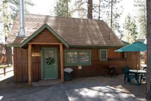 2 Bedroom spa cottages (with Jacuzzi or Hot Tub) - Kitchen and fireplace. #10,16 Picture 1